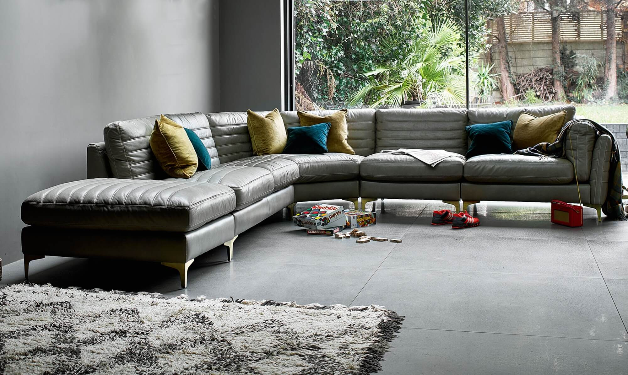 Fabric Vs Leather Sofas Who Is The Winner Fishpools