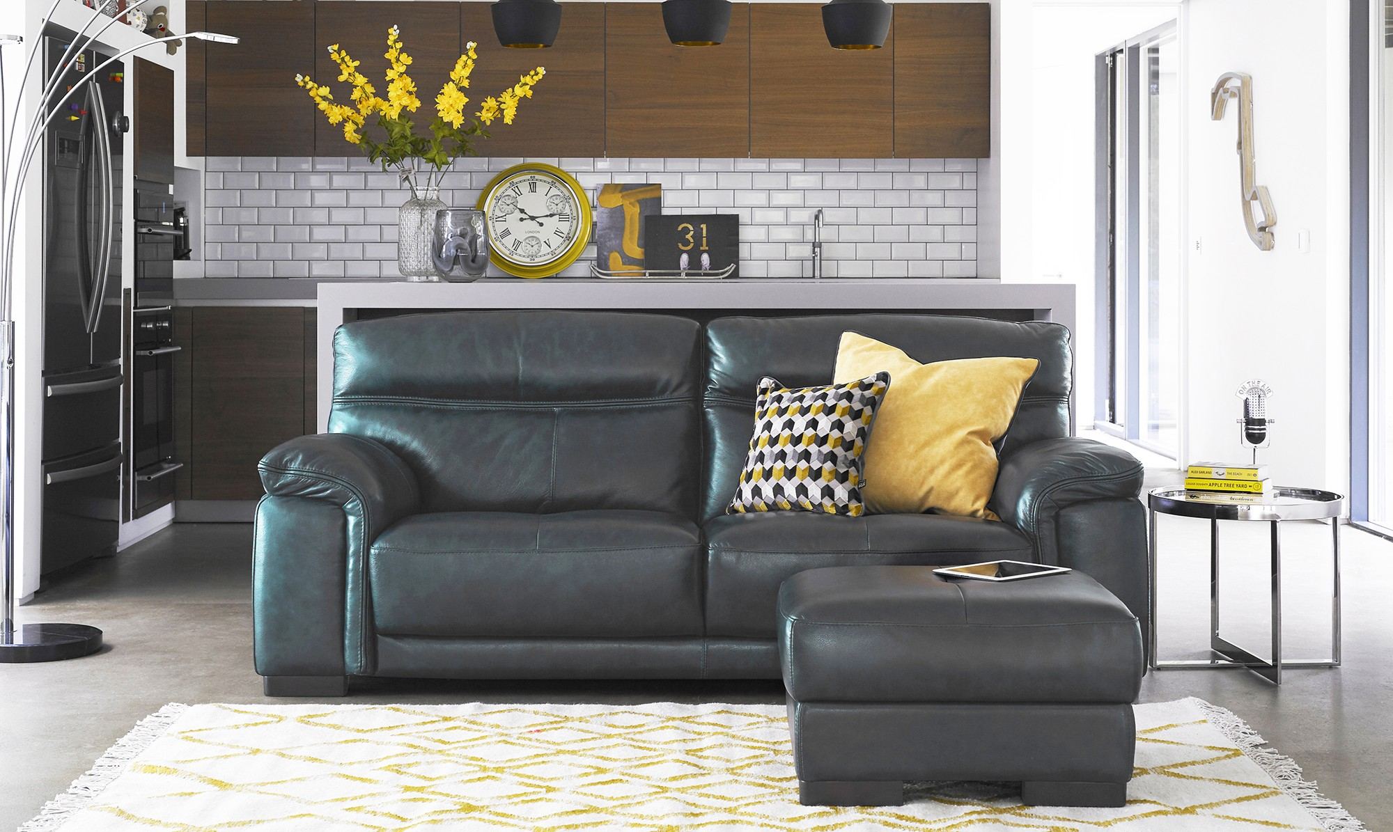 pizzaro corner sofa with rug