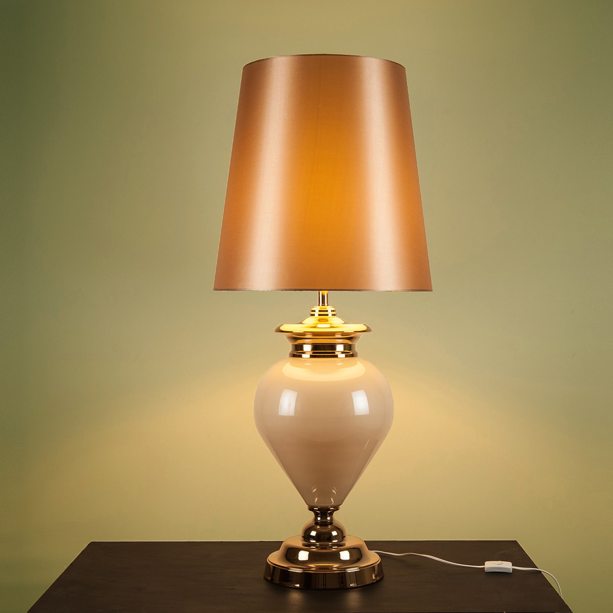 Albany Statement Lamp White Pearl