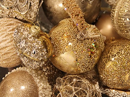 CHRISTMASGOLD BAUBLES & TREE DECORATIONS