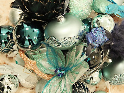CHRISTMASCOLOURED BAUBLES & DECORATIONS
