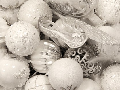 CHRISTMASWHITE BAUBLES & TREE DECORATIONS