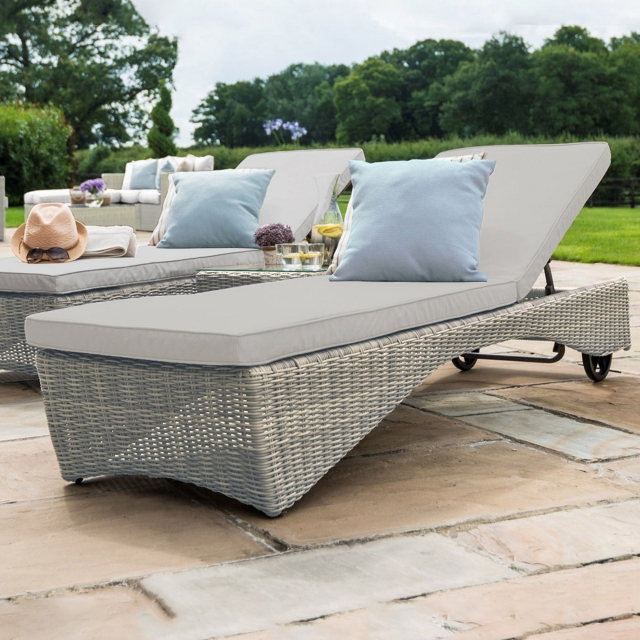 Oyster Bay - Sunlounger In Light Grey Rattan